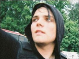 gerard way by lyfsukswenuvelivedit