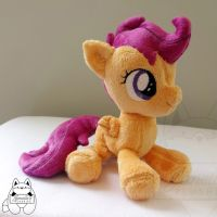 Scootaloo Beanie Sitting by JanellesPlushies