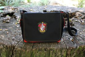 GRYFFINDOR HOUSE BAG by Groovygirlsuzy17