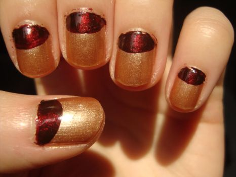 red 'n' gold nails by luminousleopard
