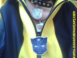 Bumblebee's necklaces by Kuma-Gahan