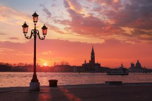 The deep sun over Venice by LinsenSchuss