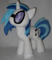 Vinyl Scratch with shades by MLPT-fan