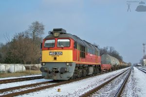 M62 325 with goods train -Gyor by morpheus880223