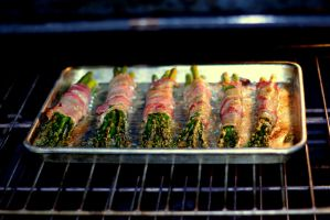 Bacon wrapped asparagus by renman1605