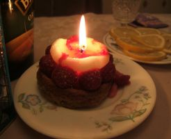 Strawberry tart... or candle? by mirator