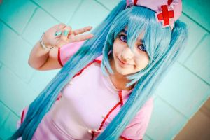 cosplay: miku hatsune nurse ver. by mikumittomi