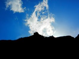 Wisps of cloud in the mountains by Landskapers