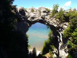 Arch Rock by Garvierre