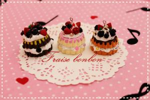layered berries cake charms by Fraise-Bonbon