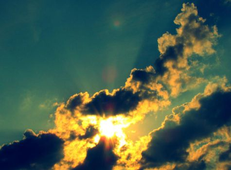 Sun throught the Clouds by roxerg