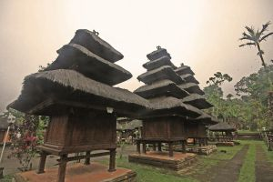 temple in bali by worldpitou