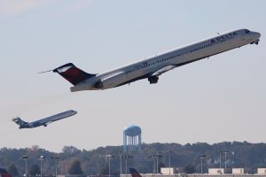 Parallel AirTran and Delta Departure by AnthonyC12
