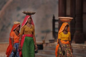 women by guzin-guzin
