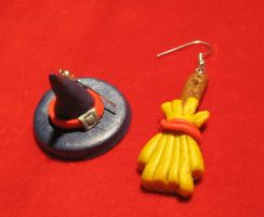 Witch hat and broom earrings by StregattaPuponzi
