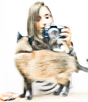 me and my kitty in the mirror by Emiliana5