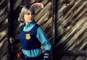 Zootopia: Police Officer Judy Hopps -cosplay by Fuugis