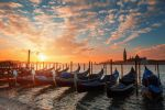 The glowing gondolas by LinsenSchuss
