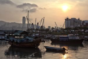 Sunset on the Hong Kong docks by thevictor2225