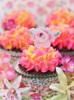 Pretty Flower Cupcakes by theresahelmer