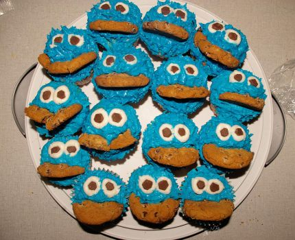 Cookie Monster Cupcake by Lipah33