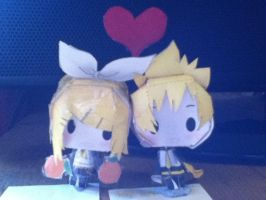 Rin and Len by Lauren109x