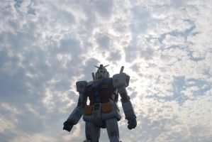 The Gundam Looks Down At You by Taemu-Touhi