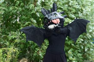 httyd cosplay: Toothless by FreakyOrange
