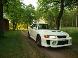 Mitsubishi Lancer Evolution 5 by s3r4x