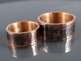 hammered bronze wedding rings by Siihraya