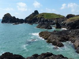 Kynance Cove by AmBr0