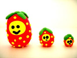 Strawberry Eggs by headsno2