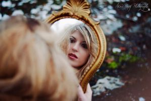 In the mirror by anaispopy