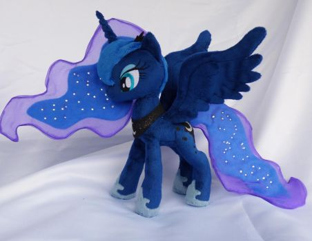 Fully poseable princess Luna by Epicrainbowcrafts