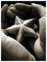 stars :in: hands by tuxinha