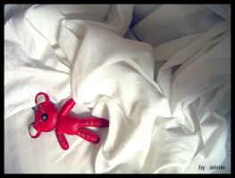 red bear by Annilove