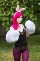 Battele Bunny Vi cosplay - League of Legends 03 by SuzySilence