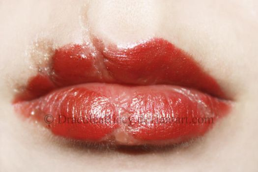 Broken Doll Lip Close-Up by DraculeaRiccy