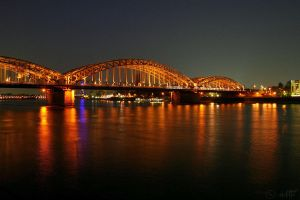 Cologne at Night by elolitta
