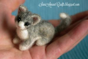 Needle felted grey kitten by SaniAmaniCrafts