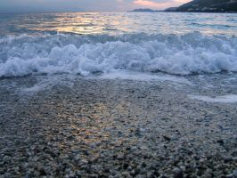 Wave in the sea by Nendy