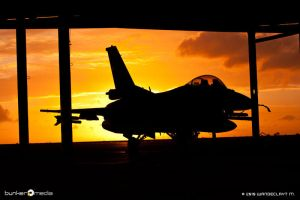 Sunset F-16C II by Wandeclayt