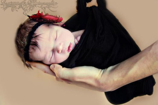 a newborn photography by laetitia81500