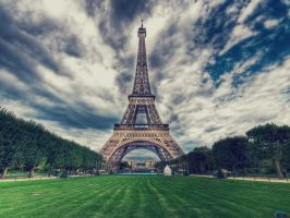 Eiffel Tower is distance by SottoPK