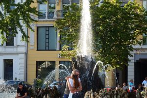 Fountain embrace - Lugano by wildplaces
