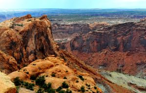 Canyon view from Upheaval Dome by lawout16
