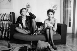 2 girls by cinebulle