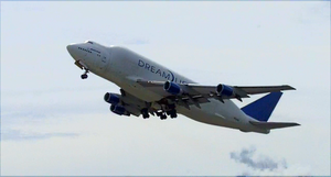 Boeing 747 Dreamlifter by Tomatogrower