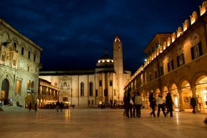 The piazza by night by pioana
