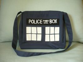 TARDIS bag by 0utolintu